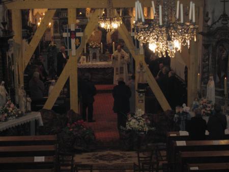 """Le """"nouveau curé"""" et ses fidèles"""