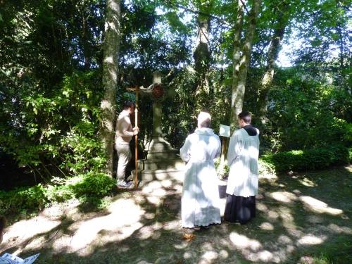 chemin de croix dans le parc2.jpg