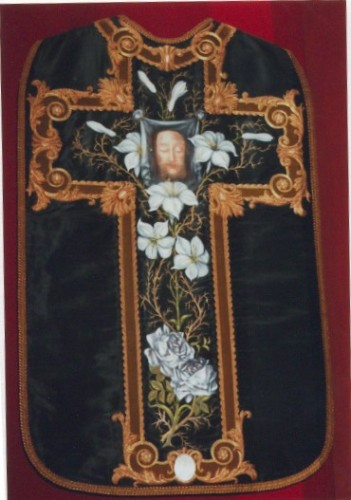 Chasuble Sainte Face.jpg